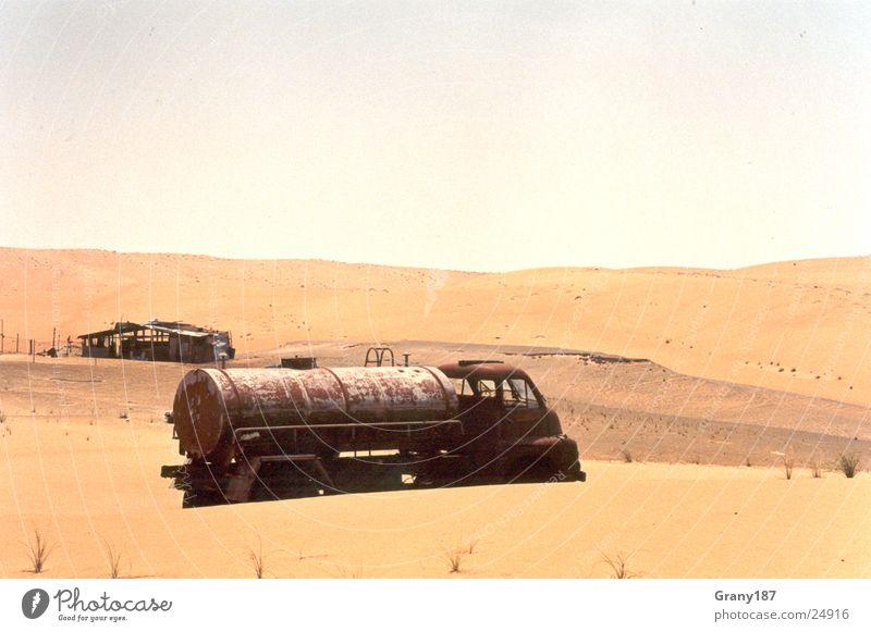 Forgotten Lastwagen Benzin trocken Werbefachmann Plakat Panorama (Aussicht) Ferien & Urlaub & Reisen Wüste Erdöl Schiffswrack Sand Strum Werbemittel