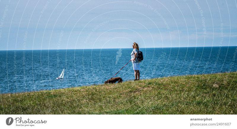 Watch out Ferien & Urlaub & Reisen Ausflug Ferne Sommer Sommerurlaub Meer wandern Mensch feminin Frau Erwachsene 1 45-60 Jahre Natur Himmel Sonnenlicht