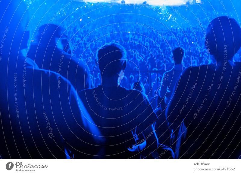 0815 | Rücken Mensch blau Lifestyle Menschengruppe Freizeit & Hobby Musik sitzen stehen viele Veranstaltung Konzert Rockmusik Bühne Menschenmenge Publikum