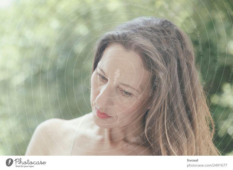 Frau Mensch Natur Sommer schön grün Baum Erotik Blatt ruhig Freude Gesicht Erwachsene Lifestyle Gesundheit natürlich