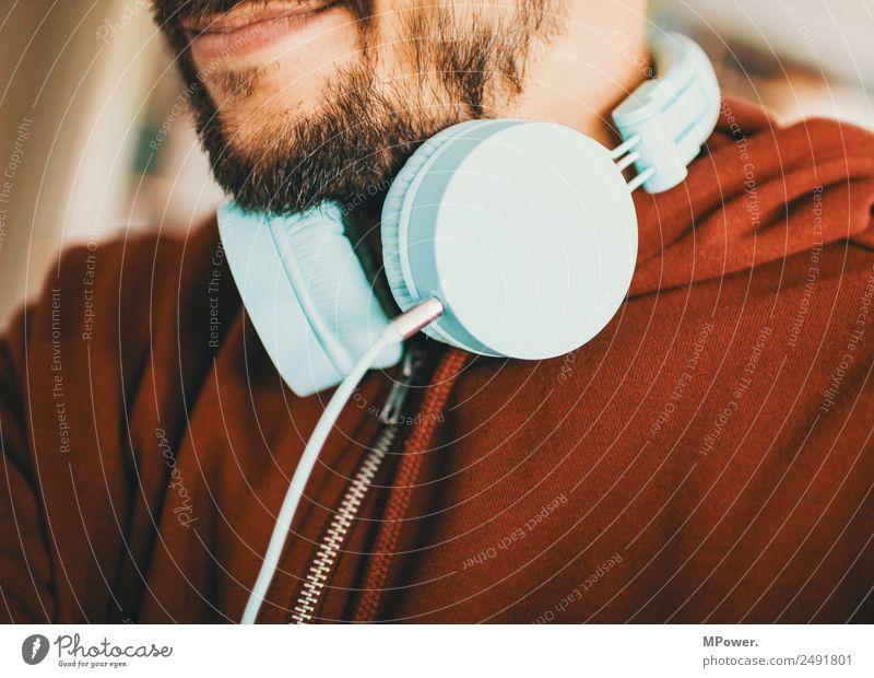 musik geniesen Mensch Jugendliche Farbe rot 18-30 Jahre Erwachsene Lifestyle Feste & Feiern Zufriedenheit maskulin Technik & Technologie Musik Bekleidung Mund