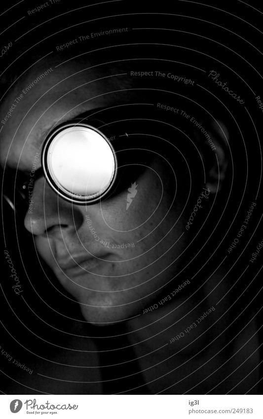 Tunnel am Ende des Lichts Nachtleben maskulin Kopf 1 Mensch Brille Optimismus Willensstärke Wahrheit Sehnsucht Fernweh Hoffnung Idee Inspiration Rettung ruhig