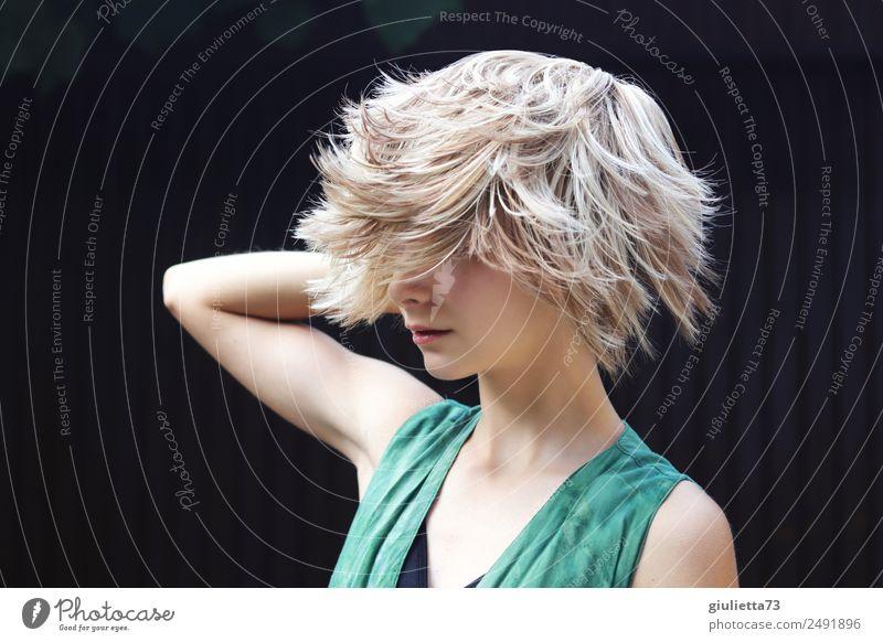 Kurioses | Verrückter Sommer-Haartrend || feminin Junge Frau Jugendliche Leben 1 Mensch 8-13 Jahre Kind Kindheit 13-18 Jahre Haare & Frisuren blond kurzhaarig
