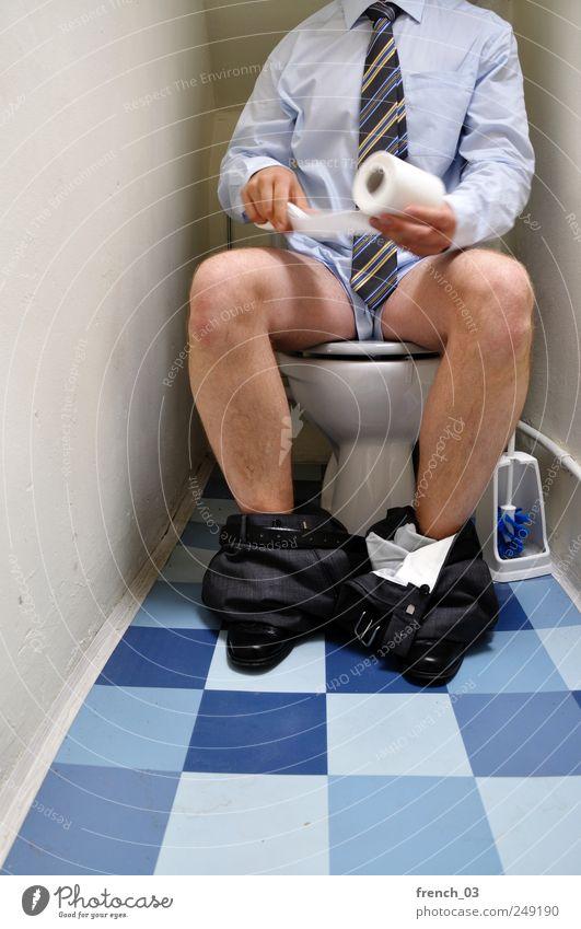 dirty business Mensch Mann blau grau Erwachsene Beine Arbeit & Erwerbstätigkeit sitzen Behaarung maskulin Häusliches Leben Streifen Sauberkeit Sitzung Toilette