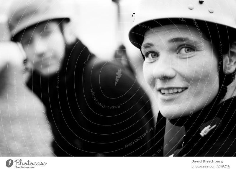 Auf einander achten Mensch Frau Mann Freude Erwachsene Paar Freizeit & Hobby Ausflug authentisch Fröhlichkeit Abenteuer Helm Bergsteiger Frauengesicht