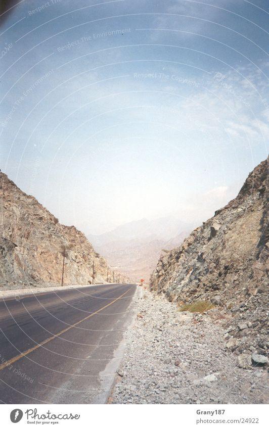 Unendliche Weiten... Werbefachmann Plakat Panorama (Aussicht) Ferien & Urlaub & Reisen Autobahn Richtung Straße Wüste Linie Stein Himmel Werbemittel