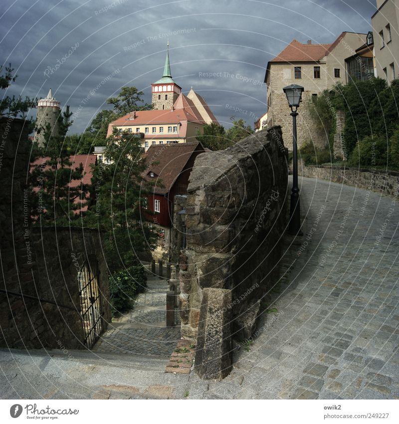 Besser als ihr Ruf Himmel alt Baum Wolken Haus Wand Fenster Architektur Wege & Pfade Mauer Gebäude hell Deutschland Ausflug Fassade Treppe