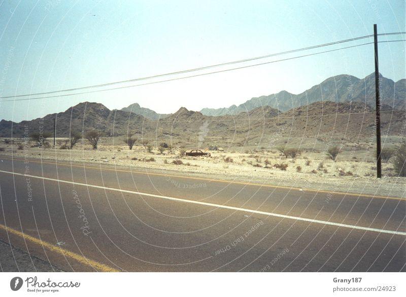 Desert Route Ödland Werbefachmann Plakat Panorama (Aussicht) Ferien & Urlaub & Reisen Autobahn Straße Wüste Sand Telgrafenmast Werbemittel Plakatwerbung