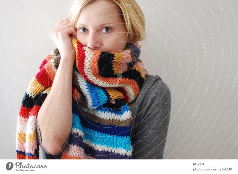 Ein Hoch auf die kalte Jahreszeit - Mit Liebe gestrickt Mensch Jugendliche Winter Gesicht Erwachsene feminin Wärme Mode blond Bekleidung 18-30 Jahre Junge Frau