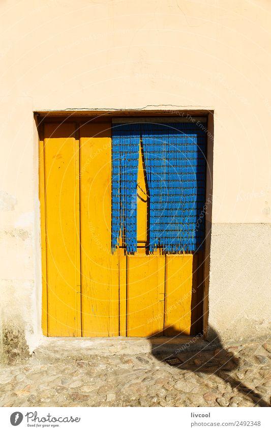 gelbe Tür, Hervas-Caceres Haus Kunst Dorf Stadt Gebäude Architektur Fassade Balkon Straße alt einzigartig klein retro rustikal Fenster typisch heimwärts Reling