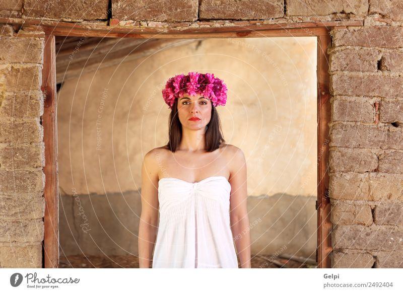 Traurige reife Frau elegant Glück schön Haut Gesicht Kosmetik Schminke Haus Mensch Erwachsene Lippen Blume Mode Accessoire brünett Erotik natürlich niedlich