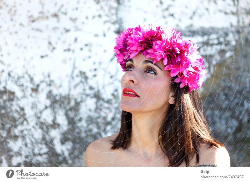 Schönes Porträt einer reifen Frau mit schwarzen Haaren elegant Glück schön Haut Gesicht Kosmetik Schminke Mensch Erwachsene Lippen Blume Mode Accessoire brünett