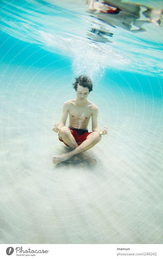 Ommm Mensch Jugendliche Wasser Ferien & Urlaub & Reisen Meer Freude ruhig Erholung Leben Denken Kindheit Zufriedenheit Schwimmen & Baden sitzen natürlich maskulin
