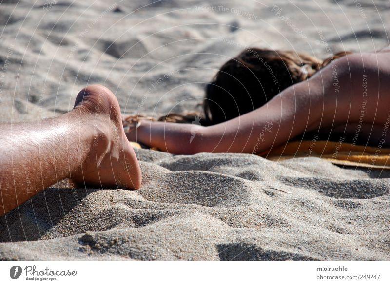 wir näherten die teile einander an Mensch Sommer Ferien & Urlaub & Reisen Strand ruhig Erholung Sand Beine Fuß Arme Haut Ausflug liegen Tourismus schlafen