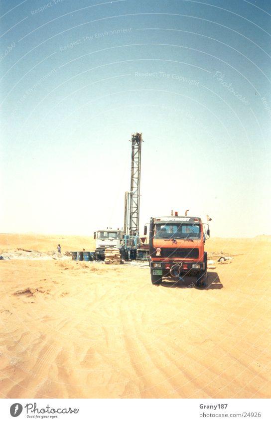 Kaltes klares Wasser finden Sonne Ferien & Urlaub & Reisen Sand groß Wüste Asien heiß Wissenschaften Brunnen Plakat forschen Arabien bohren Werbefachmann