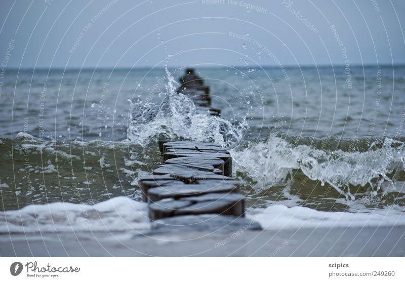 Wellenbrecher Himmel Natur blau Wasser Sommer Meer Erholung kalt Holz Küste Sand träumen Luft braun Wetter nass