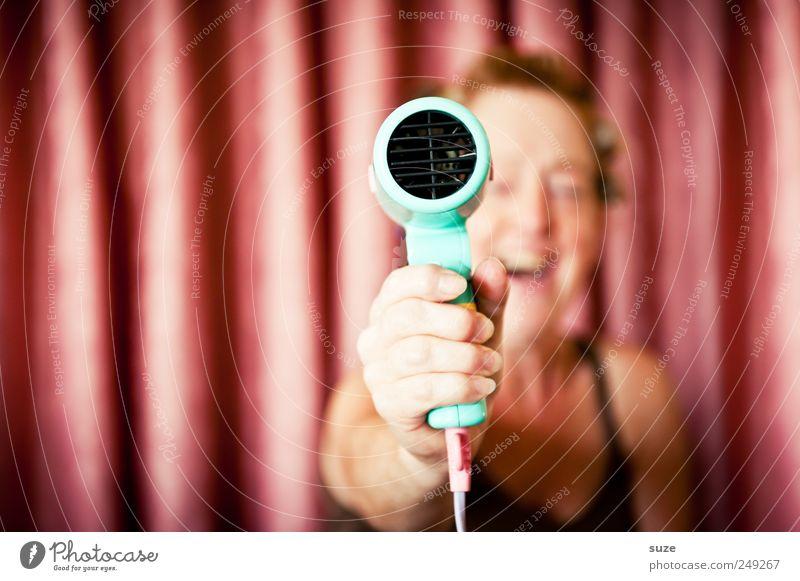 Nur heiße Luft Mensch Frau Hand schön Freude Erwachsene Haare & Frisuren lachen Stil Luft lustig Freizeit & Hobby rosa Lifestyle Show festhalten