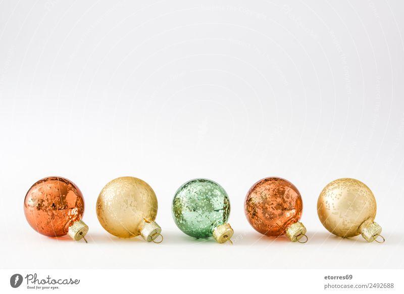 Weihnachtskugeln isoliert auf weißem Hintergrund Weihnachten & Advent Ball rot Hintergrund neutral Hintergrundbild Dezember Party Dekoration & Verzierung gold