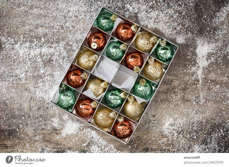 Ferien & Urlaub & Reisen Weihnachten & Advent grün weiß rot Hintergrundbild Holz Schnee Feste & Feiern Party Textfreiraum Dekoration & Verzierung gold Tradition