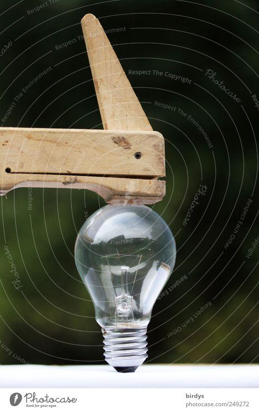 Jetzt wirds eng.. Handwerk Energiewirtschaft Glühbirne Schraubzwinge außergewöhnlich Idee Glas zerbrechlich Spannung Drehgewinde unter Spannung eingespannt