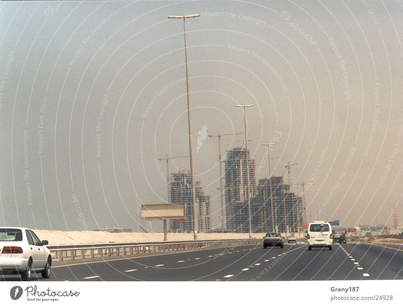 Dubai Boomtown Autobahn Hochhaus Baustelle Werbefachmann Plakat Panorama (Aussicht) Ferien & Urlaub & Reisen Umwelt Aktion Erfolg Wüste Erdöl Werbemittel