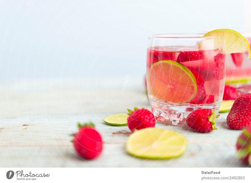 Sommer grün weiß rot Blatt Holz Frucht frisch Tisch Coolness Getränk Beeren Erfrischung Geschmackssinn Scheibe Erdbeeren