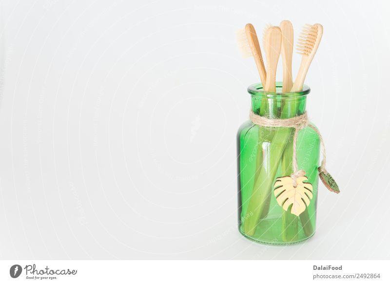 Zahnbürste umweltfreundlich Isoliert Körperpflege Kosmetik innovativ organisch vereinzelt Bürste Menschenleer Textfreiraum links Freisteller
