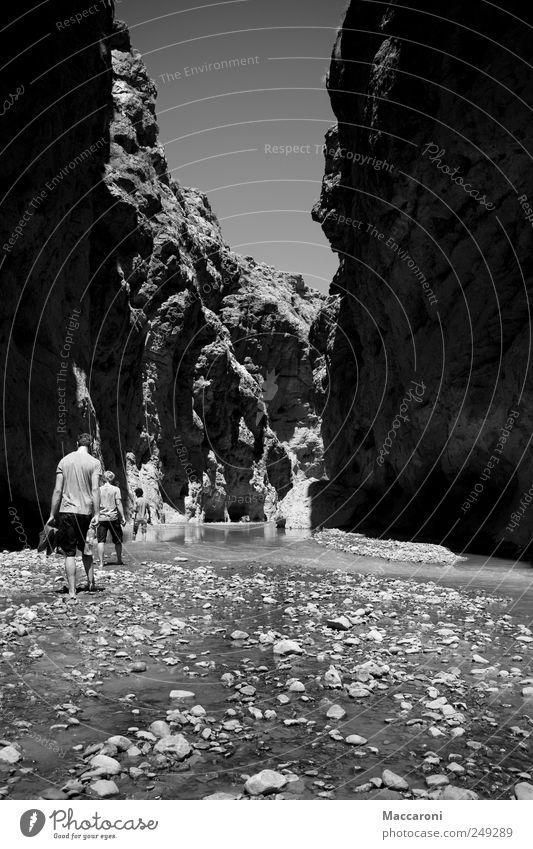 Wanderer Mensch Ferien & Urlaub & Reisen Landschaft Freude Ferne Berge u. Gebirge Freiheit maskulin Freizeit & Hobby Erde Tourismus wandern gefährlich Beginn Ausflug Schönes Wetter