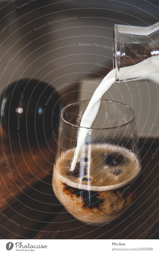 Kaffee mit Milch Lebensmittel Ernährung Kaffeetrinken Italienische Küche Getränk Erfrischungsgetränk Heißgetränk Latte Macchiato Glas machen Kaffeepause
