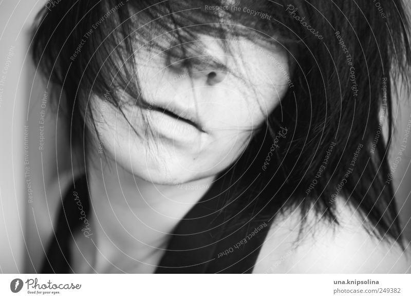 dizzy Frau Mensch Jugendliche Gesicht feminin Gefühle Haare & Frisuren Bewegung Erwachsene träumen Denken Stimmung wild nah Leidenschaft 18-30 Jahre