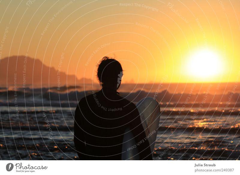 no stress Mensch Mann Jugendliche Ferien & Urlaub & Reisen Wasser Sommer Meer Strand Erwachsene Ferne Wärme 18-30 Jahre orange maskulin warten stehen