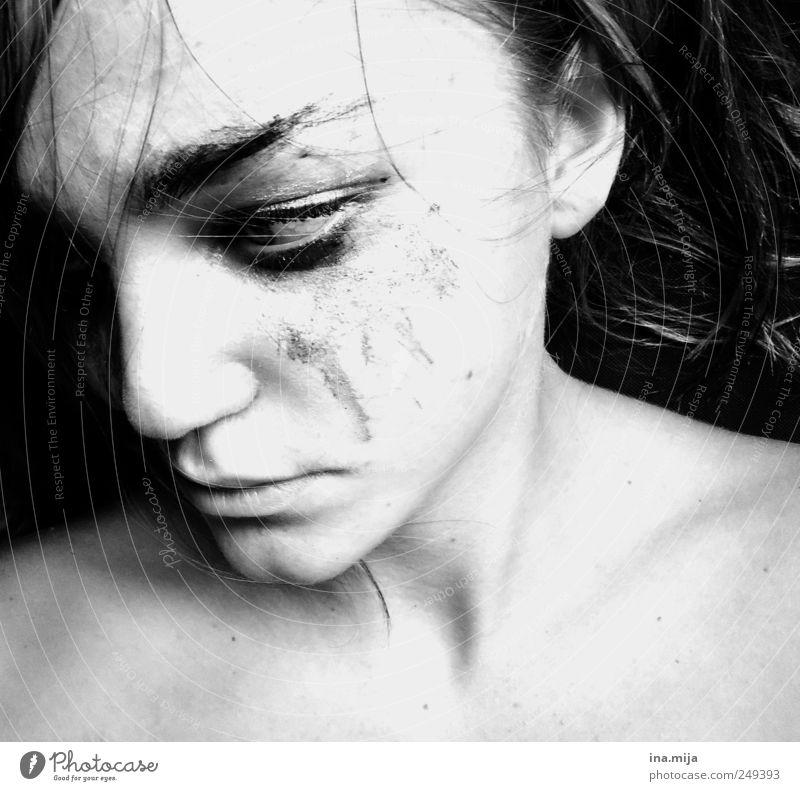 aua feminin Junge Frau Jugendliche 1 Mensch kämpfen dunkel Gefühle Stimmung Laster selbstbewußt Traurigkeit Trauer Angst anstrengen Stress Einsamkeit Erfahrung