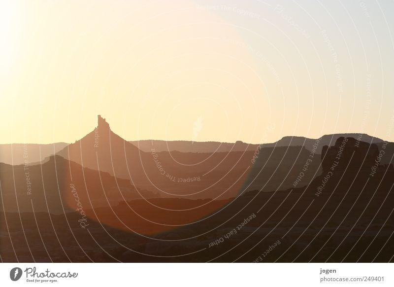 Marlboro Man? Natur Landschaft Urelemente Erde Himmel Wolkenloser Himmel Klima Wetter Schönes Wetter Wärme Felsen Schlucht Canyonlands National Park Sandstein