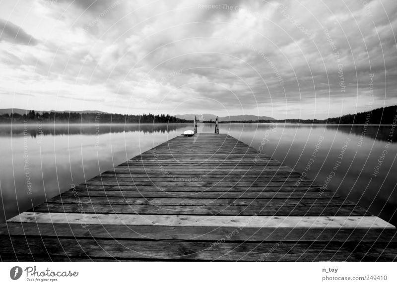 ... ruht der See Himmel Wasser weiß Sommer Ferien & Urlaub & Reisen Wolken ruhig Einsamkeit schwarz Ferne Wald Erholung Freiheit Berge u. Gebirge Landschaft