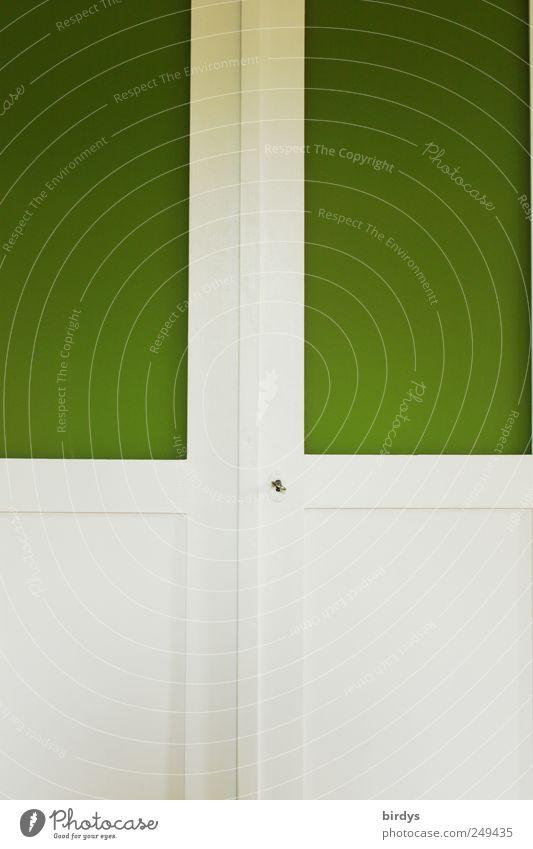 Kleiderschrank grün weiß - ein lizenzfreies Stock Foto von Photocase