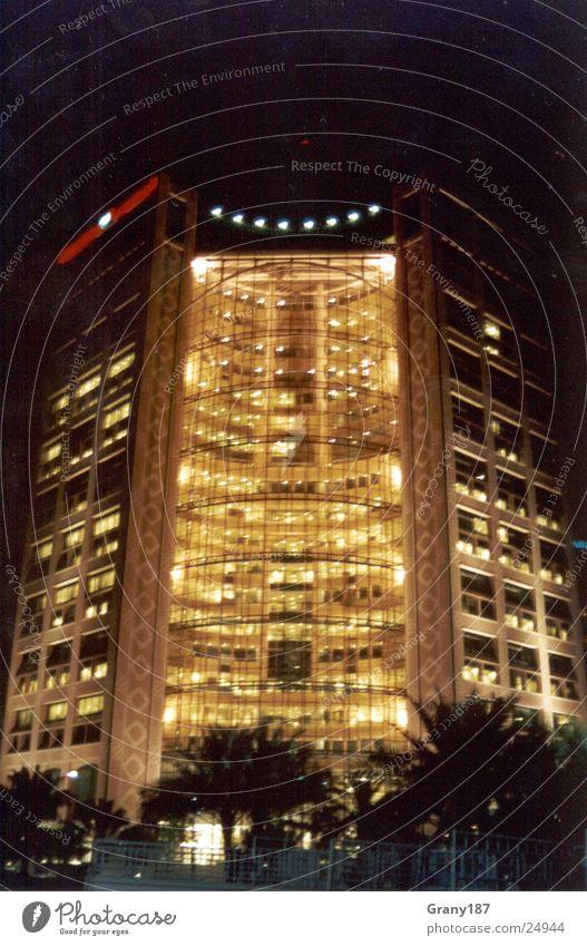 Lichtspielhaus Stadt Ferien & Urlaub & Reisen Fenster Beleuchtung Erfolg groß Hochhaus Werbung Plakat Werbefachmann Abu Dhabi