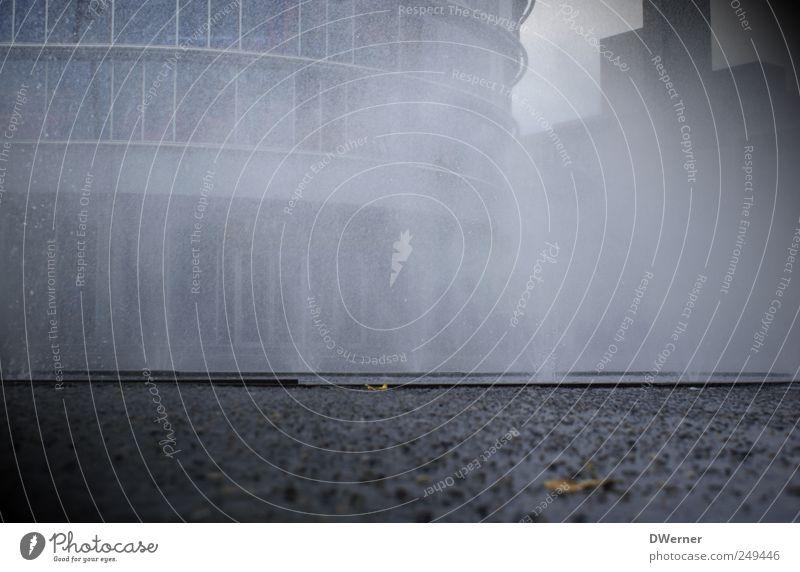Marktplatz in Enschede Umwelt Wasser Wassertropfen Wetter Regen Stadt Haus Bankgebäude Platz Gebäude Architektur Stein dunkel Flüssigkeit gruselig grau Kraft