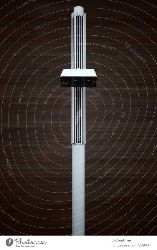 vertical Wand Holz Metall Ordnung Design modern ästhetisch Kultur Straßenbeleuchtung Material Symmetrie Genauigkeit