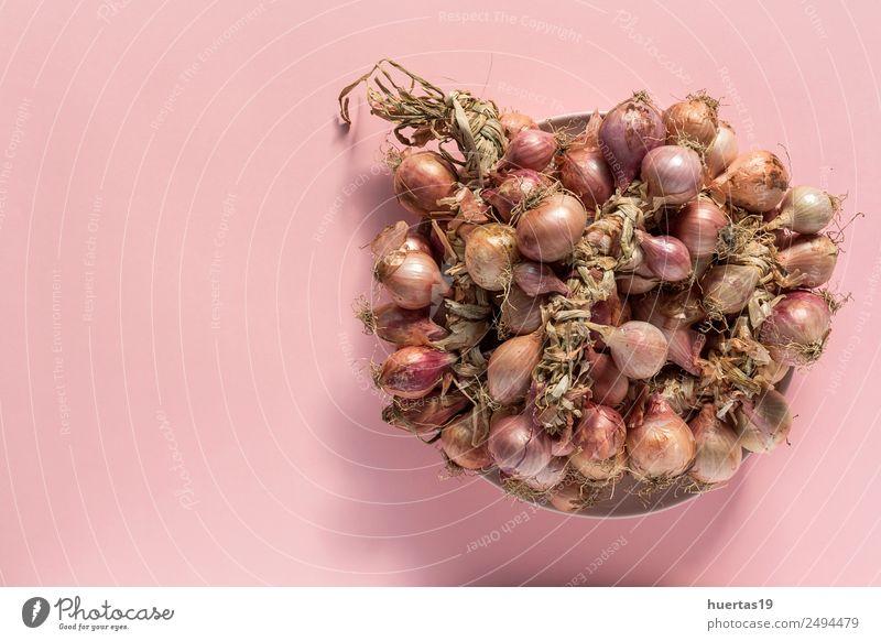 Blumenstrauß aus frischen roten Zwiebeln Lebensmittel Gemüse Vegetarische Ernährung Diät Gesunde Ernährung Tisch natürlich sauer grün Entzug Hintergrund