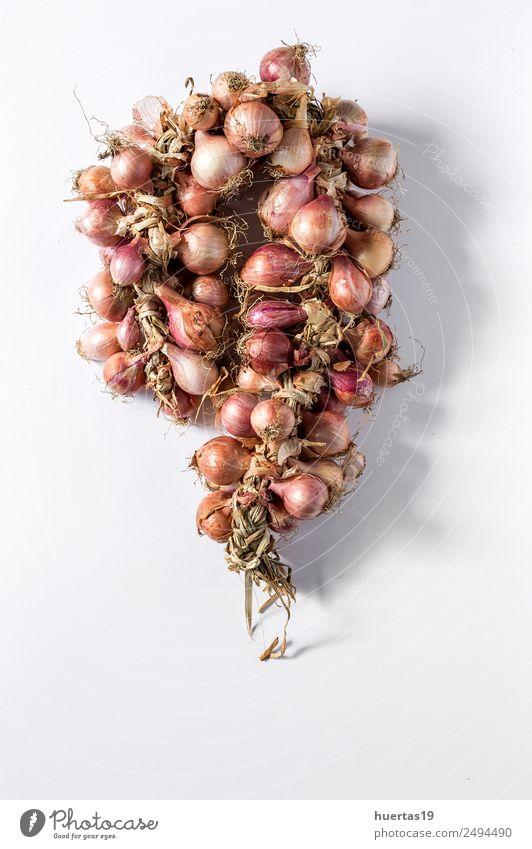 Blumenstrauß aus frischen roten Zwiebeln Lebensmittel Gemüse Vegetarische Ernährung Diät Gesunde Ernährung Tisch natürlich grün Entzug vereinzelt Hintergrund