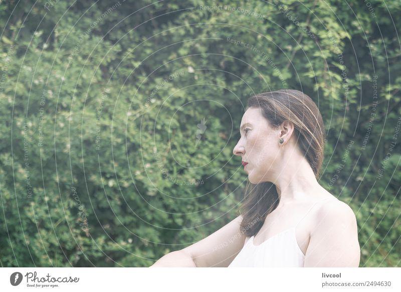 Frau Mensch Natur Sommer Pflanze schön grün Baum Erotik Blatt ruhig Gesicht Erwachsene Lifestyle natürlich feminin