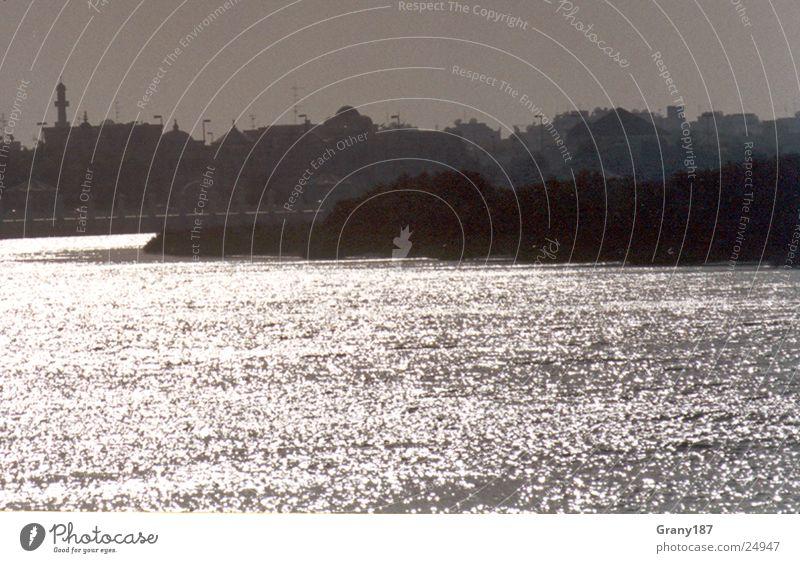 Diamantenwasser aus 1001 Nacht Wasser Meer Ferien & Urlaub & Reisen Erfolg groß Hafen Spiegel Skyline Plakat Textfreiraum Naher und Mittlerer Osten
