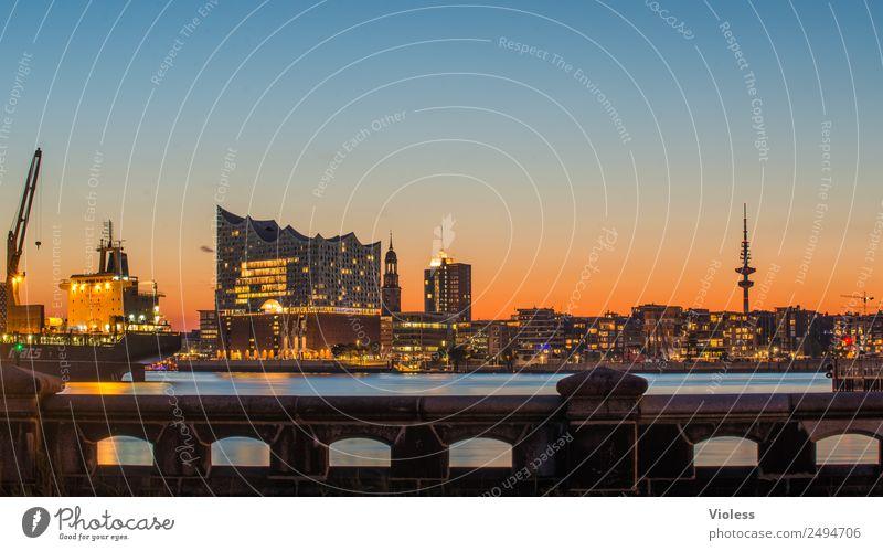 schönste Stadt Skyline Hafen Hamburg Elbphilharmonie Licht Kehrwiederspitze Hafenstadt Brücke Bauwerk Gebäude Sehenswürdigkeit Wahrzeichen Denkmal glänzend
