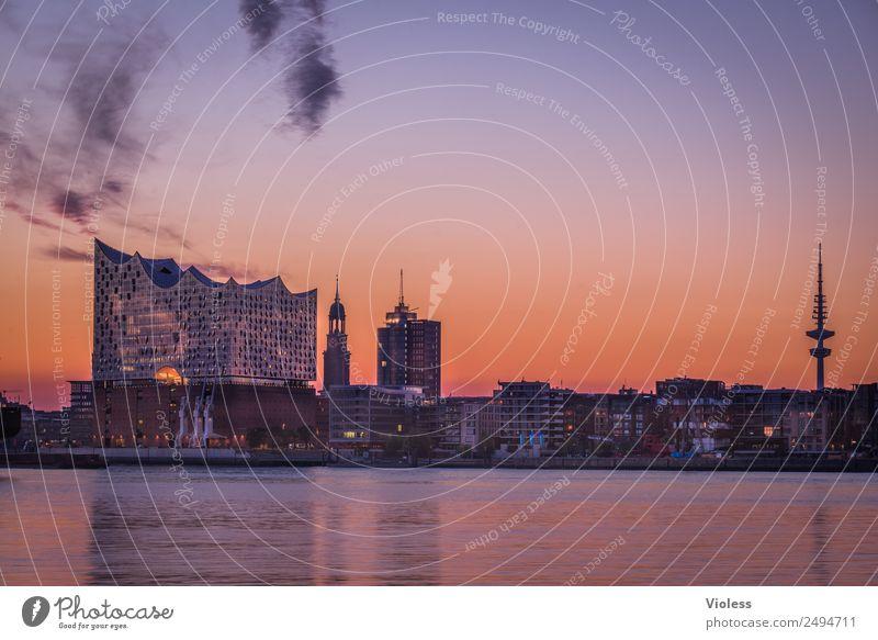 Schönste Stadt Skyline 5 Hafen Hamburg Elbphilharmonie Licht Kehrwiederspitze Hafenstadt Brücke Bauwerk Gebäude Sehenswürdigkeit Wahrzeichen Denkmal glänzend