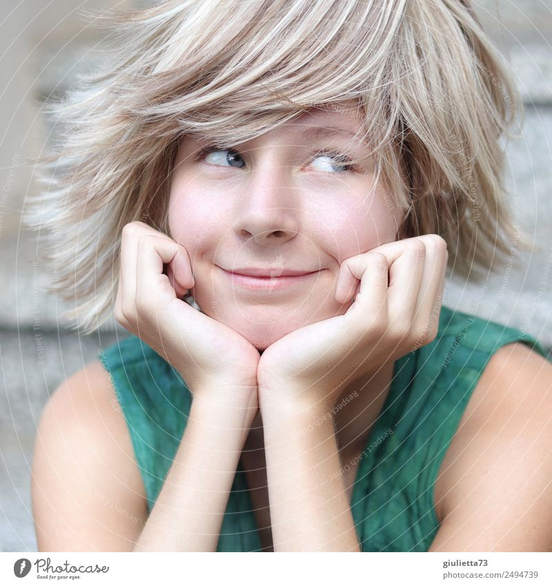 Ich sehe was, was du nicht siehst... :) feminin Junge Frau Jugendliche Leben 1 Mensch 8-13 Jahre Kind Kindheit 13-18 Jahre Sommer blond kurzhaarig Perücke
