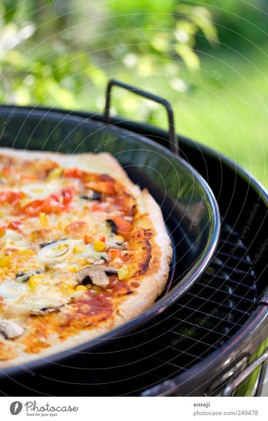 Geburtstagsessen Ernährung Mittagessen Fastfood Italienische Küche groß lecker Grill Grillen Pizza Sommer Farbfoto Außenaufnahme Menschenleer Tag