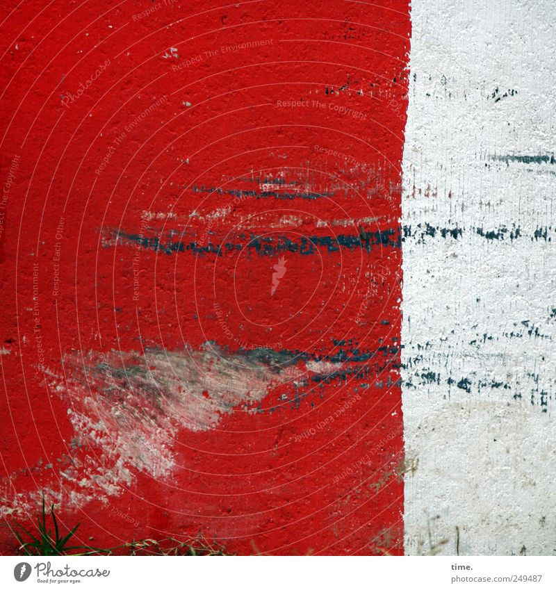 Lebenslinien #31 Menschenleer Stein Beton rot weiß Warnhinweis Hinweis Kratzer Schramme Farbfoto Außenaufnahme Nahaufnahme Muster Strukturen & Formen