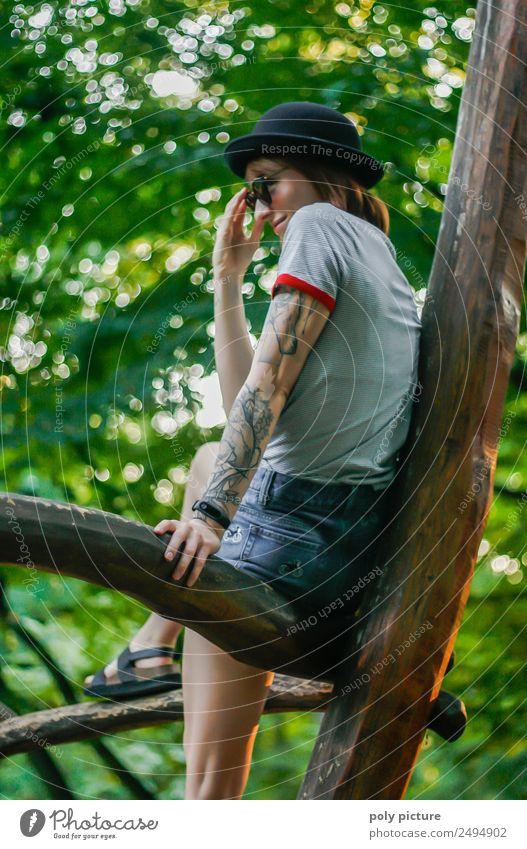 [LS108] - Look at me Lifestyle Leben Ferien & Urlaub & Reisen Tourismus Ausflug Abenteuer Städtereise Sommer Sommerurlaub ausgehen Junge Frau Jugendliche Arme