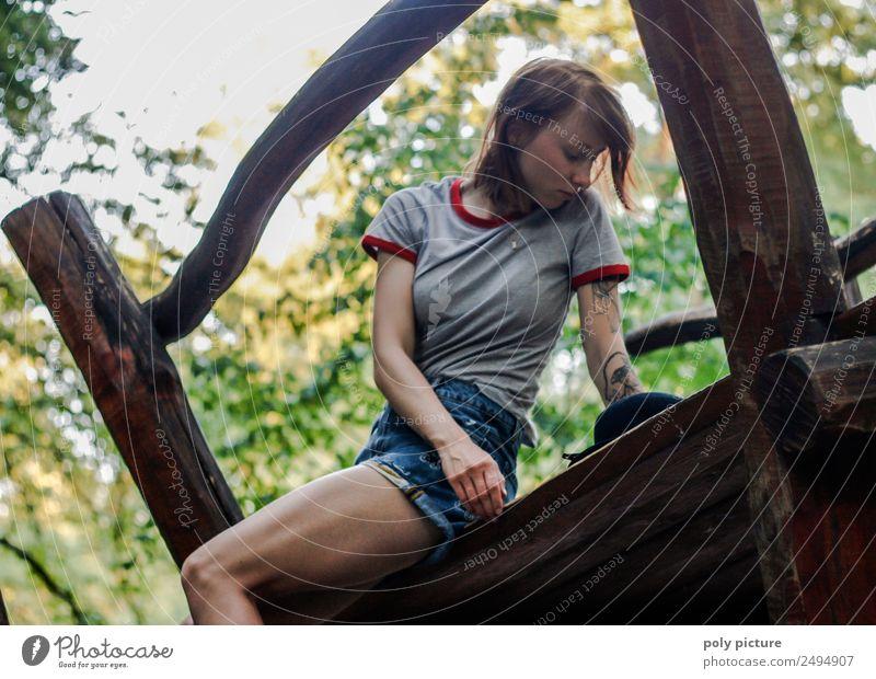 [LS120] - Don't be sad! Lifestyle Leben Junge Frau Jugendliche Erwachsene 13-18 Jahre 18-30 Jahre Natur Baum Park Identität einzigartig Zufriedenheit Tattoo