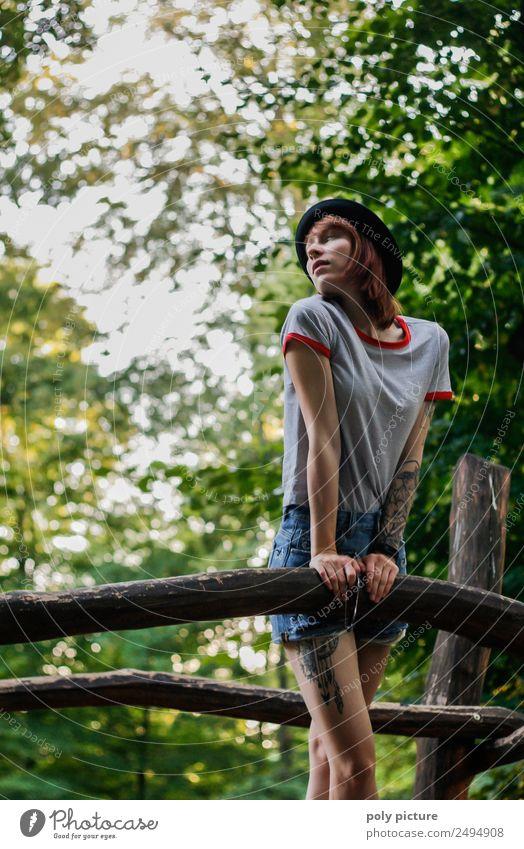 [LS129] - Don't Look Back In Anger Lifestyle Junge Frau Jugendliche Erwachsene Leben 13-18 Jahre 18-30 Jahre 30-45 Jahre Park Abenteuer Identität einzigartig
